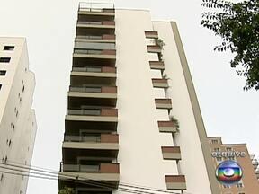 Três homens são presos após arrastão em condomínio de São Paulo - O primeiro roubo aconteceu no começo de abril. Eles invadiram o prédio com, pelo menos, oito assaltantes. Com eles, a polícia encontrou jóias, relógios e celulares, que foram levados durante o arrastão.