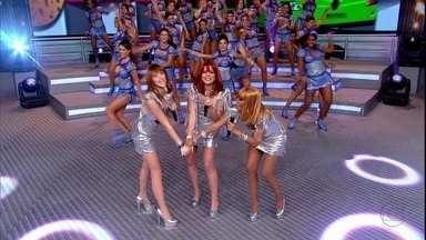 Empreguetes cantam 'Marias Brasileiras' no Domingão do Faustão - A plateia vibra. Socorro entra no palco vestida de bailarina do Faustão