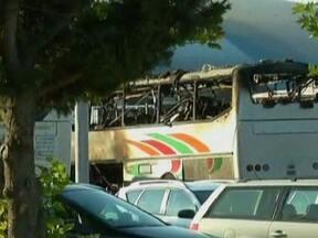 Ônibus com turistas israelenses explode na Bulgária - Sete pessoas morreram e mais de 30 ficaram feridas. Israel culpou o governo do Irã e prometeu uma resposta enérgica. Há 18 anos, outro atentado em Buenos Aires deixou 85 mortos e Israel também culpou o Irã da autoria.