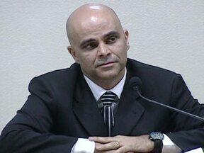 TCU considera legal contrato de 2003 entre Banco do Brasil e DNA Propaganda - O TCU considerou que é legal o contrato assinado em 2003 entre o Banco do Brasil e a DNA Propaganda, uma das agências de Marcos Valério, personagem-chave no chamado esquema do mensalão. O diretor do banco fica, então, livre das acusações.