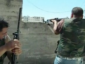Tropas atacam subúrbios da capital Damasco em tentativa de conter avanço de rebeldes - O Exército usou tanques para atacar uma área estratégica entre Damasco e o maior aeroporto do país. Governos de Israel e EUA temem que o arsenal químico do país caia nas mãos de terroristas.