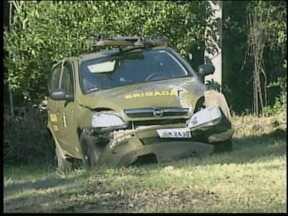 Policial Militar fica ferido em perseguição no Vale do Taquari, RS - Veículo que PM dirigia capotou na BR-386
