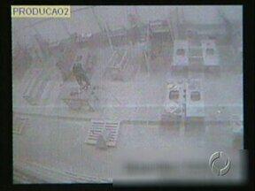 Polícia procura ladrões de empresa - Marmoraria foi invadida na madrugada de sábado na PR-445; câmeras gravaram toda ação.