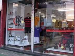 Loja na Avenida Comercial de Taguatinga é assaltada - Os funcionários foram rendidos e trancados no banheiro. Os dois homens e uma mulher fugiram levando cerca de R$ 4 mil.