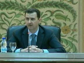 Rebeldes acusam governo sírio de transferir armas químicas para aeroportos nas fronteiras - O governo ameaçou usar armas químicas e biológicas contra inimigos externos que interfiram nos confrontos dentro do país. Os EUA disse que a Síria será responsabilizada se usá-las. Os opositores afirmam que o arsenal foi transferido para fronteiras.