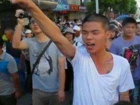 Protesto leva o governo da China a cancelar projeto industrial - Os moradores foram às ruas de Chidong, no leste do país. Tudo por causa de uma tubulação que lançaria no mar os dejetos industriais de uma indústria de papéis. Eles acusam as autoridades locais de receber propina para liberar a construção.