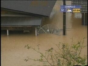 Prefeitura atualiza cotas de enchente em Blumenau - O último levantamento era da década de 1980. Mudança foi maior na região Norte da cidade. Faz quase um ano que Blumenau passou por enchente.