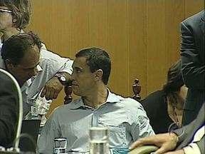 Advogados de Barbosa Neto entregam defesa ao TRE sobre pedido de impugnação da campanha - Na semana passada o Ministério Público pediu ao TRE que o candidato Barbosa Neto fosse impedido de concorrer à prefeitura de Londrina, depois que teve o mandato cassado. Ontem os advogados dele entregaram a defesa à justiça.