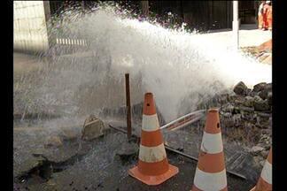 Câmeras da TV Liberal flagram grande vazamento de água em Belém - Por conta do vazamento, serviço de abastecimento de água do bairro da Campira será cortado temporariamente.