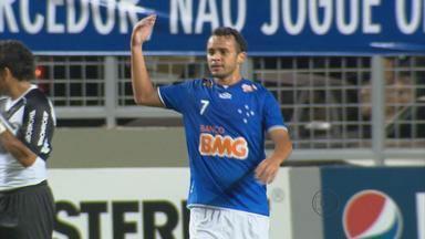 Cruzeiro perde para Ponte Preta em partida marcada pela relação entre Charles e a torcida - Após dois erros, torcida vaiou o volante Charles, que respondeu se ofereceu para ser substituído