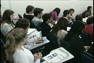 A reta final de estudos para o vestibular 2012 - Há menos de uma semana para o fim das inscrições, alguns estudantes ainda não decidiram qual curso fazer