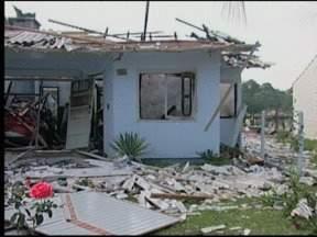 Explosão e incêndio em residência assustam moradores de Vera Cruz, RS - A suspeita do Corpo de Bombeiros é que tenha ocorrido vazamento de gás.