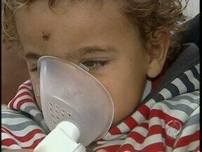 Clima seco movimenta postos de saúde - Muitas crianças estão sofrendo com problemas respiratórios. Médicos orientam o que fazer para melhorar esta situação
