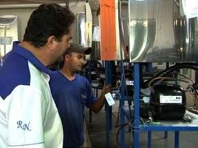 Fábricas de bebedouros são fiscalizadas em MT - Uma equipe de fiscalização do Instituto de Pesos e Medidas de Mato Grosso, esteve em algumas fábricas de bebedouros, para verificar a qualidade dos produtos. Foi constatado que nem todos os fabricantes estavam respeitando as recomendações do Inmetro.