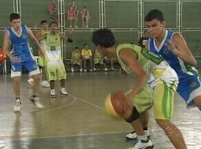 Basquete: Colégio Militar e Solon de Lucena se enfrentam no jogos escolares - Colégio Militar e Solon se enfrentaram pela segunda fase dos jogos escolares do Amazonas. O Solon conquistou a vitória pelo placar de 20 a 13.