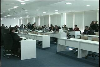 Conselheiros do CEPE se reúnem para discutir novo calendário da UFSM - Grevistas ficaram mobilizados durante a votação