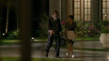 Nina questiona Nilo - O malandro diz que contou para Carminha sobre o dinheiro do sequestro