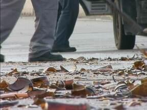Caixas de cerveja caem de caminhão e complicam trânsito em Florianópolis - Incidente ocorreu na Ponte Pedro Ivo Campos.