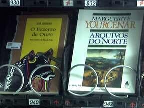 Sete estações de metrô de SP oferecem máquinas de livros - Máquinas especiais vendem diversos livros e o usuário compra pelo preço que achar melhor. Cerca de duas mil unidades são vendidas por dia. As máquinas não aceitam moedas nem dão troco.