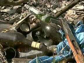 Moradores da Zona Norte reclamam de lixão - O problema é antigo e vizinhos do depósito de lixo não sabem mais o que fazer para acabar com o problema.