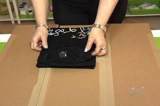 Escritora dá dicas sobre como dobrar camisetas rapidamente - Autora do livro 'Dicas da Zezé' explica o passo a passo para montar um gabarito, que utilizado como um 'quebra cabeças'.