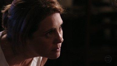 Carminha garante a Max que Nina não o ama - Preocupada com as descobertas de Jorginho, a megera diz que a aliança com o amante é a única salvação para os dois
