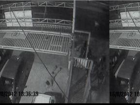 Câmera de segurança registra assassinato na Zona Sul da capital paulista - Imagens mostram o funcionário Orlando Acásio Ferreira, de 54 anos, de uma subprefeitura falando ao telefone. Ele estava na porta do comitê de um candidato a vereador. A polícia acredita que um homem que chegou de moto ao local seja o assassino.