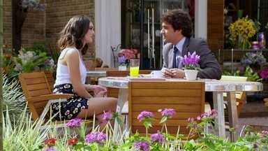 Cheias de Charme - Capítulo de sexta-feira, dia 17/08/2012, na íntegra - Cida e Elano combinam de irem juntos ao show de Alcione