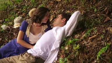 Lindinalva e Juvenal combinam de fugir e se casar - Apaixonados, eles combinam de ir para Salvador. Ele pede alguns dias para tratar da viagem