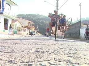 'Alô Comunidade' vai a Governador Celso Ramos - O bairro visitado por Ed Soul se chama Canto dos Ganchos.