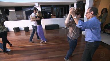 Aulas de dança de salão fazem sucesso nas academias - Especialistas dizem que atividade mistura exercícios físicos e diversão.