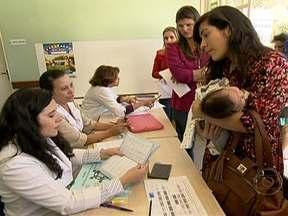 Milhões de crianças vão ser imunizadas contra diversos tipos de doença - Começou neste sábado (18), a Campanha Nacional de Vacinação. O objetivo da campanha é atualizar a carteira de vacinação. Cerca de 34 mil postos de vacinação do Sistema Único de Saúde vão participar da campanha.
