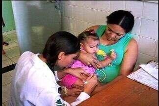 Postos de saúde do Cariri abrem para vacinação - Crianças de até 5 anos devem ser levadas aos postos para atualização do cartão de vacina