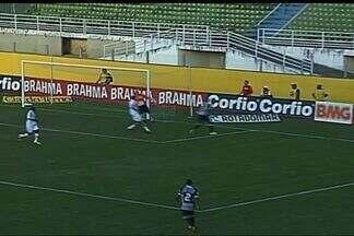 Ceará vira o jogo! Luizão cabeceia na saída do goleiro do Bragantino - O zagueiro alvinegro aproveitou o cruzamento de Márcio Careca para fazer 2 a 1 para o Ceará