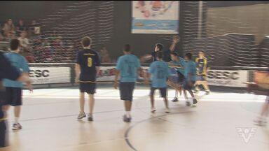 Equipes disputam mais um dia da Copa TV Tribuna de Handebol Escolar - Competidores tiveram dia de decisão em busca de uma vaga na próxima fase.