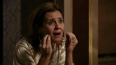 Carminha manipula Jorginho contra Nina - A vilã afirma que a cozinheira é a verdadeira amante de Max
