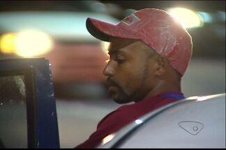 Homem bebe, bate em carro e diz que estava esperando ônibus, no ES - Bebê de 14 dias estava no carro atingido, mas não se feriu