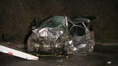 Duas pessoas morrem em acidente na BR-262, em Juatuba - Outras quatro pessoas ficaram gravemente feridas no acidente.