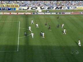 Grêmio goleia o Figueirense em casa nesse domingo - Marcelo Moreno vioveu tarde de garçom e serviu os colegas.