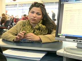 Adriana procura emprego depois de melhorar a autoestima - Atividade é a palavra de ordem na vida de Adriana. Ela colocou o filho na creche e agora sobra tempo para ela cuidar da própria saúde. Adriana decidiu procurar emprego.