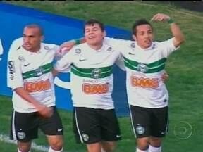 Ayrton brilha em goleada do Cotitiba sobre o Cruzeiro - O lateral fez gol e deu passe. Everton, Anderson Aquino e Lucas Mendes também marcaram.