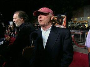 Morre o diretor de cinema Tony Scott - Segundo a polícia, Tony Scott, de 68 anos, pulou de uma ponte em Los Angeles. O diretor filmou Top Gun, de 1986, que virou um dos maiores sucessos de Hollywood. Ele e o irmão Ridley Scott, que também é diretor de cinema, estavam trabalhando juntos.
