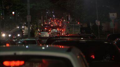 Motoristas reclamam do transito caótico de Fortaleza - A frota de veículos quase dobrou nos últimos cinco anos