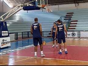 Ex-jogador avalia experiência como auxiliar técnico da equipe de basquete de Uberlândia - Ex-jogador Brasília está a menos de um mês atuando como auxiliar técnico da equipe de basquete.