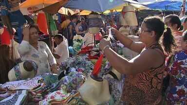 Feirantes conseguem acordo para manter comércio em Fortaleza - Vendas devem ter um novo modelo até o dia 4 de setembro. Acordo foi feito entre feirantes e Secretaria Regional do Centro.