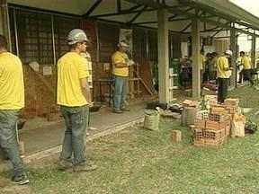 Tarde diferente para quem trabalha na construção civil de Pelotas - Serviços foram oferecidos de graça no SESI aos trabalhadores de Pelotas.
