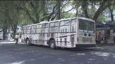 Trólebus de Santos ganha repaginação - Dois ônibus, que ligam o bairro do Gonzaga ao Centro, voltaram a circular nesta segunda-feira com com novo visual.