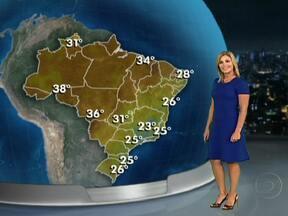 Previsão é de tempo seco na maior parte do país - Para a maior parte do Brasil, não há sinal de chuva. A massa de ar seco cobre 18 estados e as frentes frias não conseguem avançar. Deve chover apenas no sul do país e parte do sudeste.