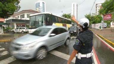 Binário Arraial/Encanamento deve ser discutido pela Prefeitura e CTTU nesta quarta - Consórcio de transportes informou que está avaliando o novo itinerário dos ônibus. Desde a mudança, quem passa na Zona Norte do Recife está precisando de muita paciência.