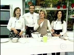 Ana Maria testa gelatina ensinada por Alberto Landgraf - Acompanhada pelas celebridades do Super Chef, ela mostra como fazer a iguaria